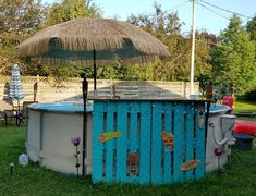 Pool My pallet tiki bar DIY Wallpaper Mural Tricks: How to Choose and Install You can personalize an Above Ground Pool Landscaping, Backyard Pool Landscaping, Backyard Playground, Landscaping Ideas, Backyard Ideas, Fence Ideas, Pool Bar, Cheap Above Ground Pool, Intex Pool