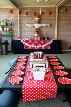 Pirate Birthday Party - Find more Pirate Party Ideas at http://www.birthdayinabox.com/party-ideas/guides.asp?bgs=10
