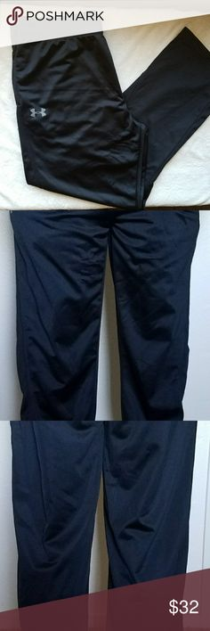 """NWOT Men's XL Under Armour Fitness Pants  Brand new without tags!  Nice soft material! Great for upcoming winter! Will provide warmth as well.  The model wearing these is 5'11"""" for height purposes. Length is slightly longer so would fit best on a man who is 6'0-6-2""""  Size XL  Still in great condition!   Feel free to leave me an offer! Ill either accept, or give you my best price! Under Armour Pants Sweatpants & Joggers"""