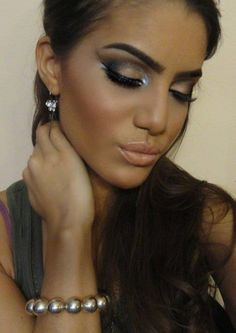 makeup - I would use a different shade of highlighter for the corners of the eyes though...