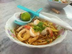 Locals in Malaysia have their own favorite laksa joints, but this was mine. I was surrounded by locals and ordered a standard laksa and tea. Kuching Malaysia, Laksa, Japchae, My Favorite Things, Eat, Ethnic Recipes, Food, Travel, Viajes