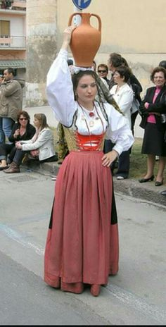 Woman carrying pot in a Olbia Tempio street parade, Italy Fb Like, Greek Culture, Good Posture, Folk Costume, My Heritage, Looking Forward To Seeing, Macedonia, People Around The World, Fashion History
