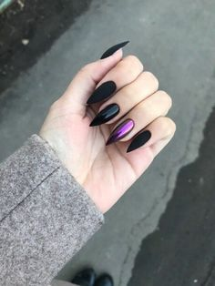 nails rose gold and black / nails rose gold ; nails rose gold and black Rose Gold Nails, Matte Nails, Gradient Nails, Holographic Nails Acrylic, Ombre Nail, Ongles Kylie Jenner, Black Manicure, Black Chrome Nails, Matte Black