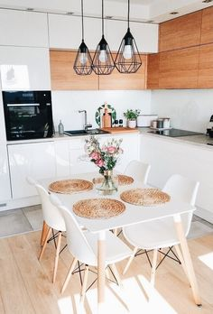 50 Amazing Little Apartment Kitchen Decor Ideas . - 50 amazing little apartment kitchen decor ideas … # - Small Apartment Kitchen, Home Decor Kitchen, Kitchen Interior, Home Kitchens, Kitchen Dining, Small Apartment Decorating, Small Kitchen Tables, Kitchen Chairs, Kitchen Table Decorations
