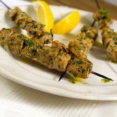 Tapas er en fellesbenevnelse for en rekke spanske småretter. Historiene er mange om dens opphav, Chorizo, Tandoori Chicken, Tapas, Mango, Herbs, Ethnic Recipes, Food, Manga, Essen
