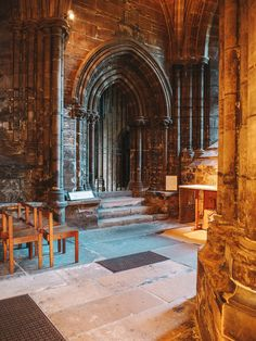 If you're looking for the shooting location of L'Hopital Des Anges, then read this complete Glasgow Cathedral Outlander guide! Quick Travel, Travel Tips, Glasgow Central Station, Glasgow Necropolis, Outlander Locations, Outlander Film, Glasgow Cathedral, Sightseeing Bus, Affordable Hotels
