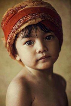Such a beautiful face. Precious Children, Beautiful Children, Beautiful Babies, Kids Around The World, People Around The World, Foto Portrait, Portrait Photography, Beautiful Eyes, Beautiful People