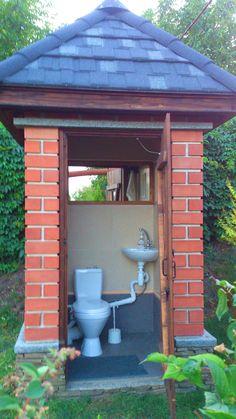 Outside Toilet, Outdoor Toilet, Outdoor Baths, Outdoor Bathrooms, Backyard Patio, Backyard Landscaping, Outhouse Bathroom, Village House Design, Outdoor Kitchen Design