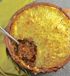 Rich, flavourful, saucy lentils topped with fluffy, creamy mashed potatoes & baked until deliciously golden brown & crispy. The ultimate vegan lentil shepherd's pie!
