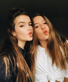 Pin by Ari ;) on Kenz✨ Best Friend Pictures, Bff Pictures, Friend Pics, Sisters Goals, Best Friend Photography, Cute Friends, Best Friend Goals, Best Friends Forever, Photo Instagram
