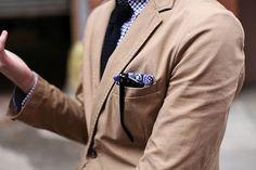 Khaki jacket, pocket square and sunglasses, navy silk knit tie, blue gingham shirt Khaki Suits, Tailored Suits, Classic Men, Mens Fashion Blog, Men's Fashion, Gingham Shirt, Blue Gingham, Bermuda, Gentleman Style