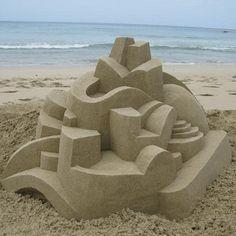 Architecture imaginaire et futuriste : des châteaux de sable cubistes