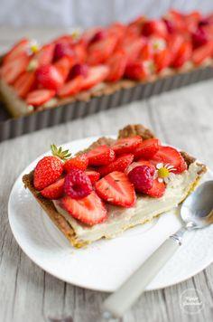 Voici ma recette de tarte aux fraises IG bas, avec peu de sucres mais beaucoup de gourmandise ! Avec une pâte sablée IG bas et une crème pâtissière allégée.