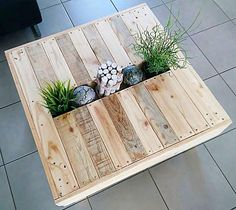 Coffee table made of recycled wood with Central tray for decoration Table basse en bois recyclé ave