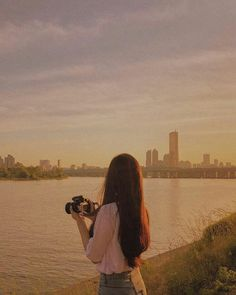 Find images and videos about girl, love and pretty on We Heart It - the app to get lost in what you love. Ulzzang Korean Girl, Cute Korean Girl, Ulzzang Couple, Couple Photography Poses, Tumblr Photography, Korean Photography, Korean Aesthetic, Aesthetic Girl, Tmblr Girl