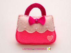 Felt Cute HANDBAG FOR GIRL, stuffed felt Handbag magnet or ornament, Handbag toy,Nursery decor,Handbag magnet,kids toy, cute toy, felt toy