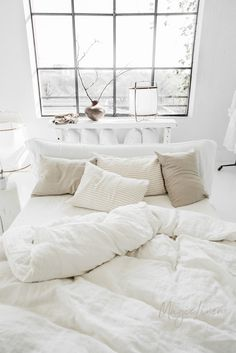 Linen bedding SET in Optical White or Off-White. King / Queen duvet sizes Bettwäsche SET in Optical White oder Off-White.