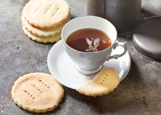 Try Paul Hollywood's traditional shortbread recipe for Tantallon cakes this Burns night. British Baking Show Recipes, British Bake Off Recipes, Great British Bake Off, German Recipes, Paul Hollywood Shortbread, Paul Hollywood Bread, Paul Hollywood Recipes Biscuits, Shortbread Cake, Shortbread Recipes