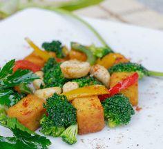 Tofu cu broccoli Tofu, Broccoli, Vegetarian, Restaurant, Chicken, Meat, Vegetables, Ethnic Recipes, Twist Restaurant