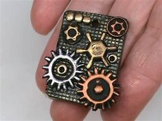 Steampunk Gears and Pendant Tutorial - Polymer Clay Polymer Clay Steampunk, Steampunk Crafts, Steampunk Gears, Jewelry Making Tutorials, Clay Tutorials, Jewellery Making, Polymer Clay Projects, Polymer Clay Beads, Diy Crafts Jewelry