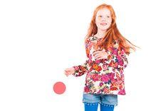 bengh per principesse kinderkleding children clothes Tuurlijk leuk; rood haar en randjes opzoeken moeten we ook doen, maar mij valt wel op dat juist de randjes; aziatische, donkere, roodharige kindjes worden veel gebruikt in shoots.