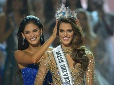 Filippine, la francese Iris Mittenaere incoronata 'Miss Universo' al Mall of Asia Arena di Manila (TED ALJIBE/AFP/Getty Images)