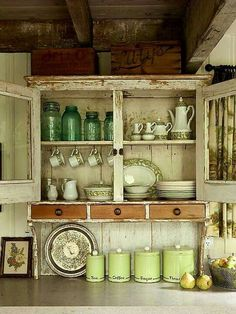 for Decorating above Kitchen Cabinets Capacious wooden boxes and packing crates hold everything from paper party goods to kitchen linens.Capacious wooden boxes and packing crates hold everything from paper party goods to kitchen linens. Cozinha Shabby Chic, Shabby Chic Kitchen, Kitchen Linens, Rustic Kitchen, Country Kitchen, Country Cupboard, Rustic Farmhouse, Farmhouse Style, Primitive Kitchen