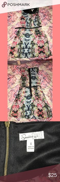 Floral patterned dress🌺🌸 Beautiful flowy summer dress☀️ Comes with black braided belt that thread through two loops This dress fits me well and I am a small! Speechless Dresses