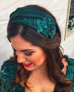 Pin by Bego on Cinturones fiesta in 2020 Pigtail Hairstyles, Bobby Pin Hairstyles, Headband Hairstyles, Braided Hairstyles, Fascinator Headband, Headpiece, Fascinators, Hair Scarf Styles, Turbans
