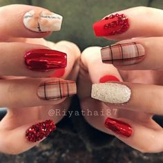 Here are the best Christmas acrylic nails designs, cute Christmas nails and red Christmas nails 2018 that We've Cherry Picked, to act as an inspiration for you! Chistmas Nails, Cute Christmas Nails, Xmas Nails, Christmas Nail Art Designs, Holiday Nails, Halloween Nails, Green Christmas, Simple Christmas, Acrylic Nail Designs