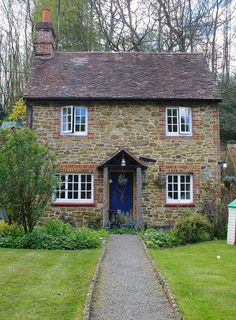 50 Amazing Ideas For Old Stone House > Fieltro.NetYou can find Stone cottages and more on our Amazing Ideas For Old Stone House > Fieltro. Cute Cottage, Old Cottage, Cottage Homes, Cottage Bedrooms, English Country Cottages, English Country Decor, English Cottage Exterior, English Cottage Style, English House