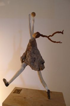 Nicole Agoutin - Buy Nicole Agoutin's latest works on Artmajeur Driftwood Sculpture, Driftwood Art, Soft Sculpture, Sea Crafts, Rock Crafts, Driftwood Projects, Beach Wood, Found Art, Salvaged Wood