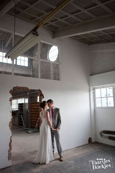 Cool wedding photo Industrial Stoere hippe trouwfoto