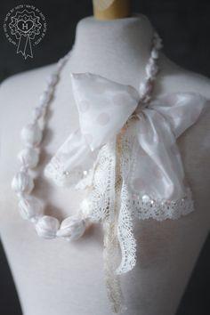 Silkkinen kaulakoru / Necklace made of silk
