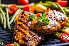 Learn how to make an easy low-sodium boneless skinless chicken breast recipe. Grilled Chicken Sides, Hawaiian Grilled Chicken, Easy Bbq Chicken, Grilled Chicken Recipes, Tandoori Chicken, Low Sodium Recipes, Healthy Recipes, Protein In Chicken, Dieta Dash