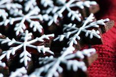 Bílková poleva na perníčky - opravdu vychytaná   Nejlepší recept   Teeda Cookies, Meat, Christmas, Food, Crack Crackers, Xmas, Biscuits, Essen, Navidad