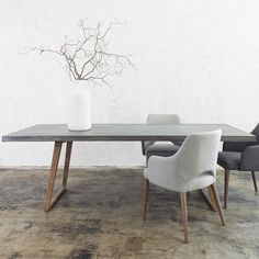 How To Match Dining Chairs With A Designer Table / dining chairs, dining room, interior design #diningchairs #diningroom #modernchairs For more inspiration, visit: http://modernchairs.eu/