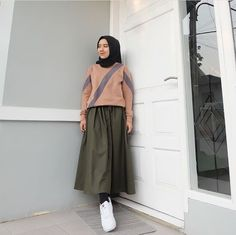 41 Ideas For Skirt Outfits Chic Blouses Casual Hijab Outfit, Hijab Chic, Hijab Dress, Casual Summer Outfits, Ootd Hijab, Street Hijab Fashion, Muslim Fashion, Skirt Fashion, Fashion Outfits