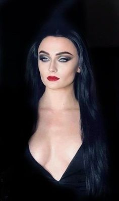 Sophie Turner als Morticia Addams Will Turner, Dark Beauty, Gothic Beauty, Sophie Turner, Beautiful Celebrities, Beautiful Women, Pin Up, Military Girl, Hollywood