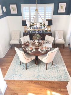 Dining room rug update with esale rugs southern hospitality diningroom traditionaldiningroom traditionalstyle blueandwhite ann drake on sutton place modern_ray_dolap 10 Dining Room Design, Dining Room Table, Small Dining Rooms, Living Rooms, Ikea Dining, Design Table, Patio Dining, Dining Room Inspiration, Home Decor Inspiration
