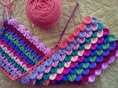 crocheted scallops with tutorial - nice colorwork