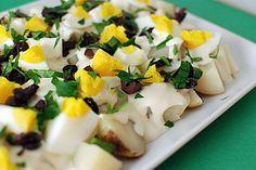 Papas a la huancaína with a twist - the classic Peruvian recipe reinterpreted as a potato salad. Papa A La Huancaina Recipe, Healthy Dishes, Healthy Recipes, Peruvian Recipes, Potato Dishes, Latin Food, Vegetarian Cheese, Serving Platters, Summer Recipes