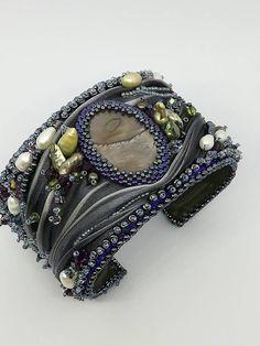 Sono felice di condividere l'ultimo arrivato nel mio negozio #etsy: Bracciale rigido con medreperla e seta shibory - Hard bracelet with pearls and shibory silk https://etsy.me/2HT6Qmq