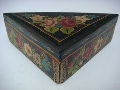 Old vintage Mexican 1940 Olinala Guerrero black lacquer triangular wood box
