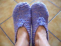 Une personne m'a demandé le tuto des chaussons au tricot. et comme l'adresse mail qu'elle m'a laissé n'aboutit pas...Un petit message...