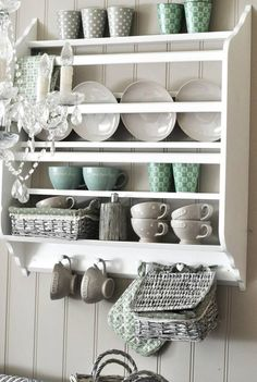organize and store pretty china with a plate rack Via Facebook Bogleder