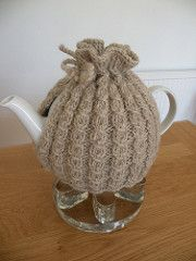 To fit a teapot with a circumference of 38cm (15in) and a height of 11cm (4 1/2 in) to lid (adjustable)
