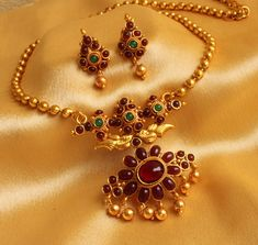 elegant necklaces which are special. Gold Jewellery Design, Gold Jewelry, Jewelery, Jewelry Shop, Jewelry Making, India Jewelry, Temple Jewellery, Antique Necklace, Antique Jewelry
