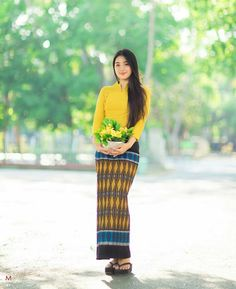 Myanmar Traditional Dress, Traditional Dresses, Sexy Asian Girls, Beautiful Asian Girls, Myanmar Women, Thai Dress, Asian Style, Fancy Dress, Asian Beauty