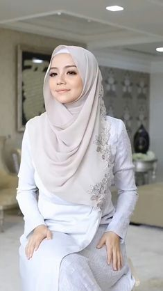 Modest Fashion Hijab, Hijab Chic, Abaya Fashion, Beautiful Muslim Women, Beautiful Hijab, Hijabi Girl, Girl Hijab, Muslim Beauty, Culture